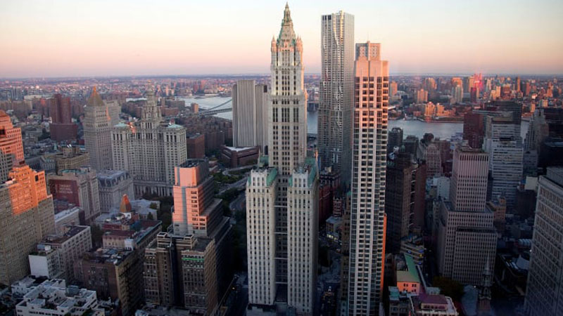 The Woolworth Building, at 233 Broadway in Manhatten. Financed in cash by millionaire Frank W. Woolworth and designed by architect Cass Gilbert. At 241-metres it was the tallest building from 1913 to 1930.