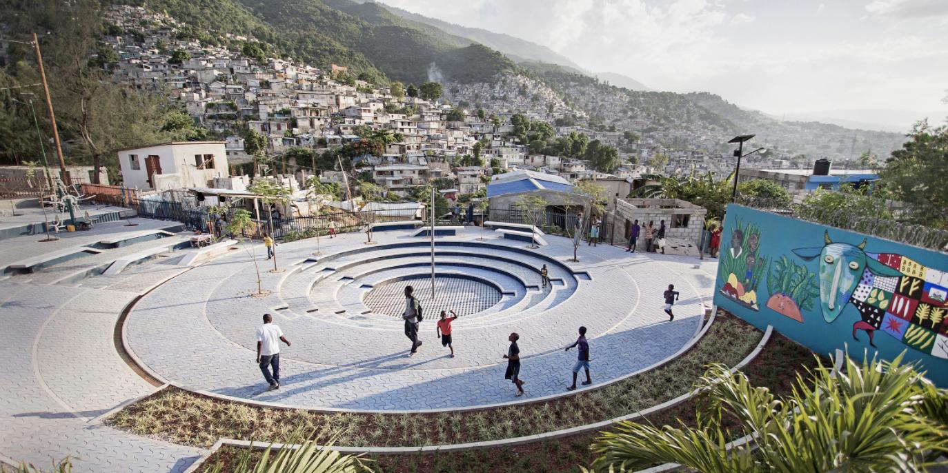 ▲ Tapis Rouge a public space in Carrefour-Feuilles, Haiti. Image: Gianluca Stefani. Gestalten