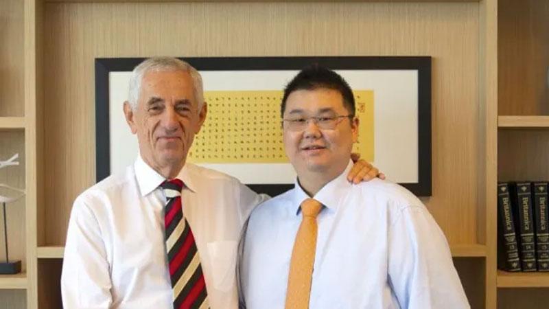▲ iProsperity founder Michael Gu and Sydney solicitor John Landerer.