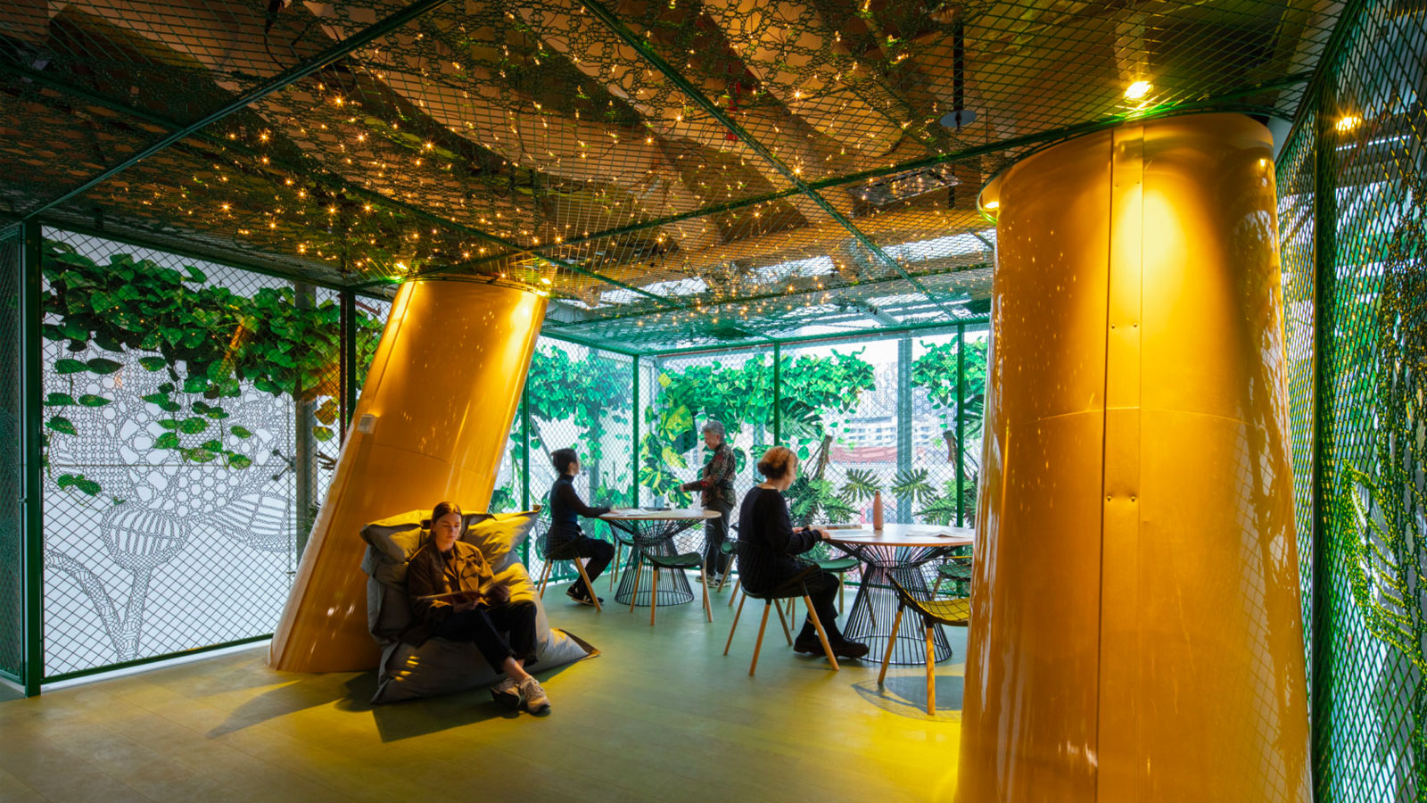 ▲ RMIT's project centralises staff from eight different RMIT locations into one tailored contemporary workplace.