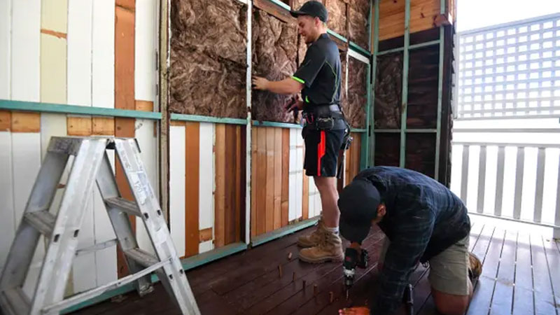 """Prime minister Scott Morrison has called the home builder program a """"tradie-led recovery"""", but what do the experts think?"""