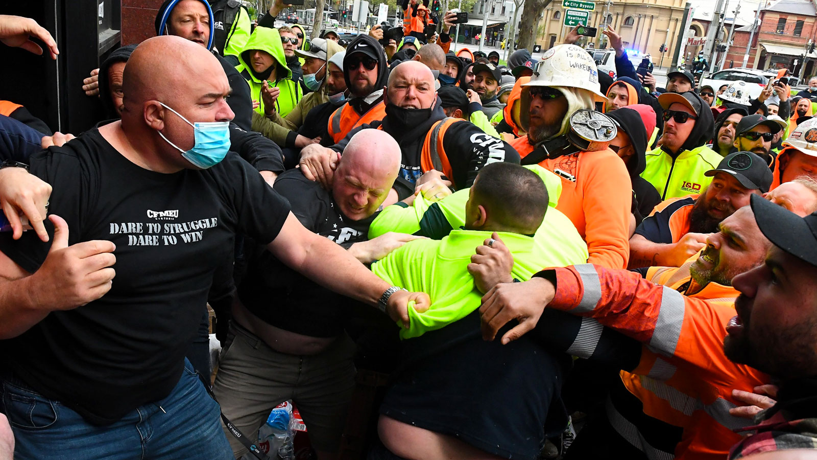 ▲ Construction to shut down in Victoria after violent protests at CFMEU office.