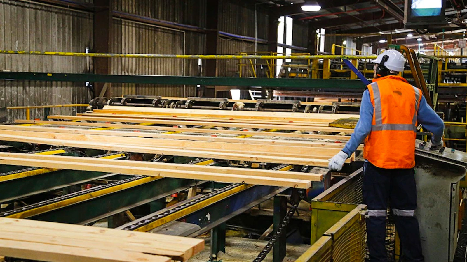 ▲ There has been a reduction in timber imported from overseas due to demand and disruption to shipping.