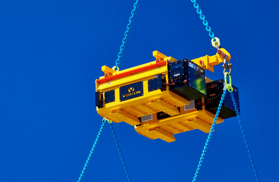 ▲ The device can be attached to an existing spreader or a Verton certified spreader bar, allowing the units to be customised for unique rigging arrangements.